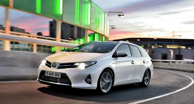 Toyota Auris Touring ibrida 2014