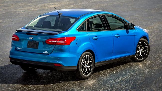 Nuova Ford Focus sedan quattro porte tre volumi