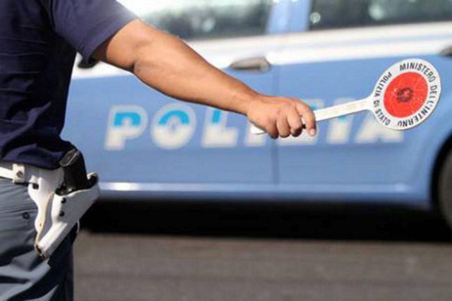 Polizia controlla le auto senza assicurazione