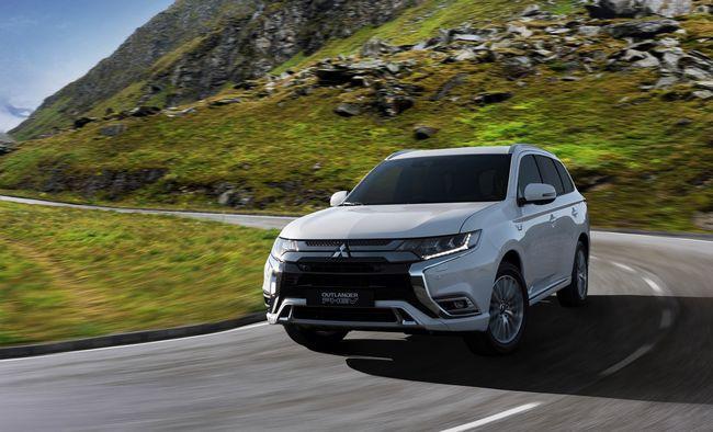 Nuovo Mitsubishi Outlander PHE ibrido plug-in 2019