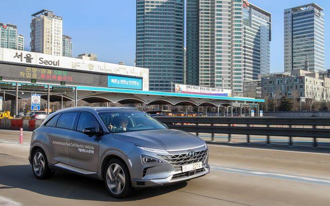 nuovo suv Hyundai Nexo a idrogeno fuel celle e a guida autonoma