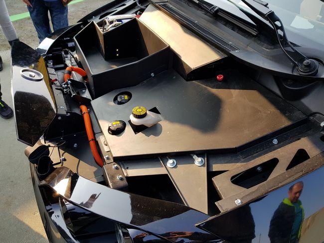 Cofano motore dell'auto elettrica Sion Motor