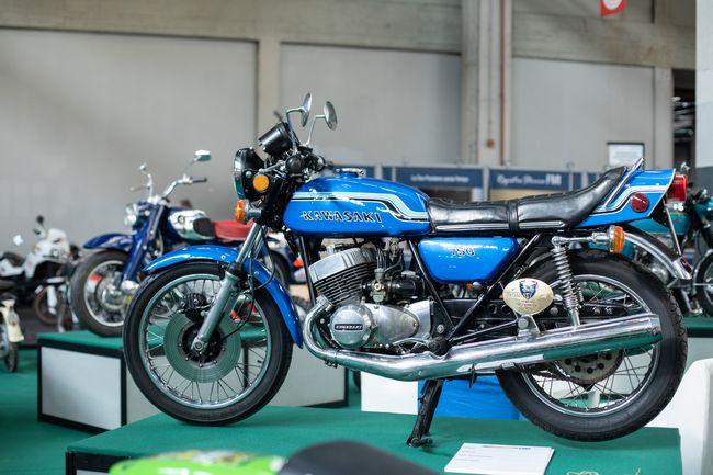 Moto Kawasaki d'epoca in esposizione al Salone Automotoretrò 2019 di Torino