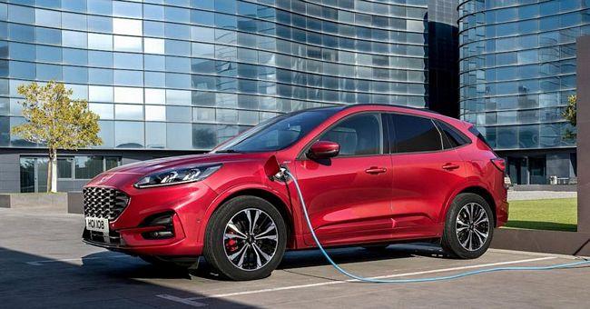 Nuova Ford Kuga ibrida plug-in 2020