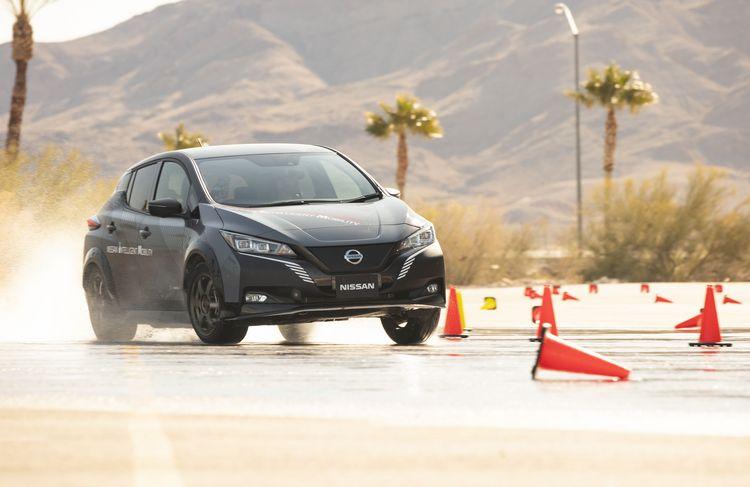 Berlina elettrica Nissan Leaf in fase di test su strada