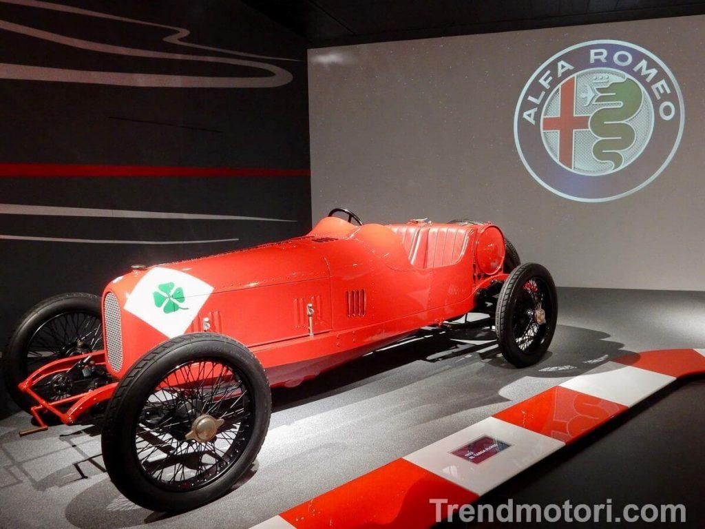 Vettura storica da competizione esposta al Museo Alfa Romeo di Arese